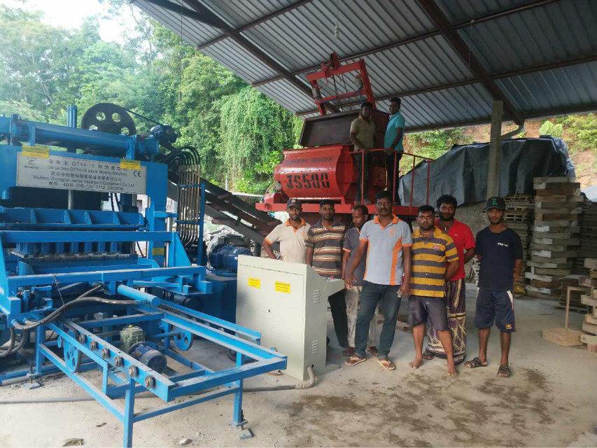 Машина блока QTY4-15 в Sri Lanka (4)