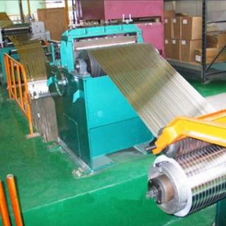 Highly automatic steel slitting machine