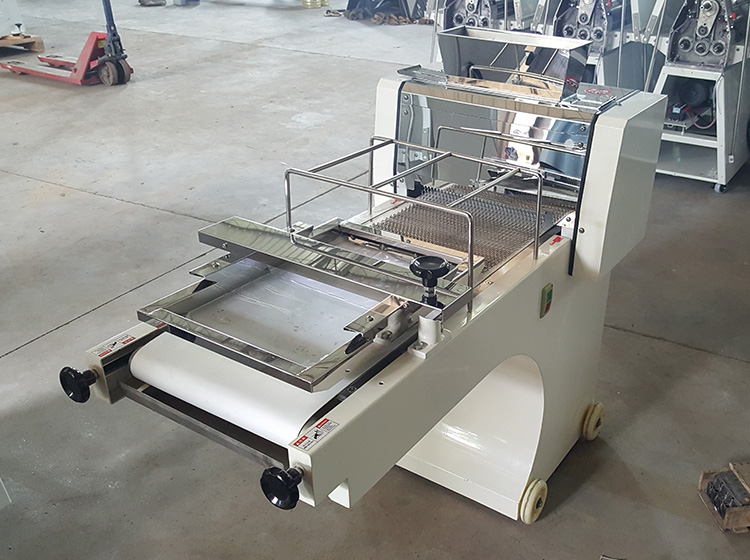 Toast moulder machine bakery equipment