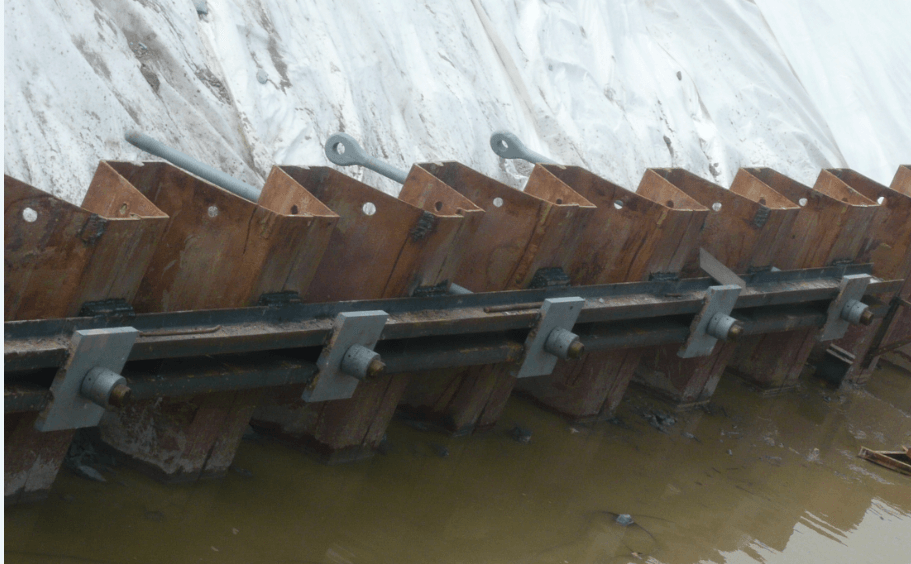 Tie bar connection outside sheet pile