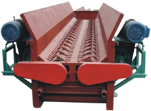 Double tooth roller tree peeling machine