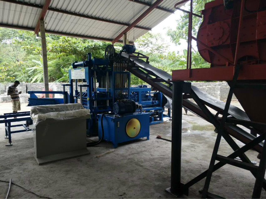 QTY4-15 block machine in Sri Lanka (2)