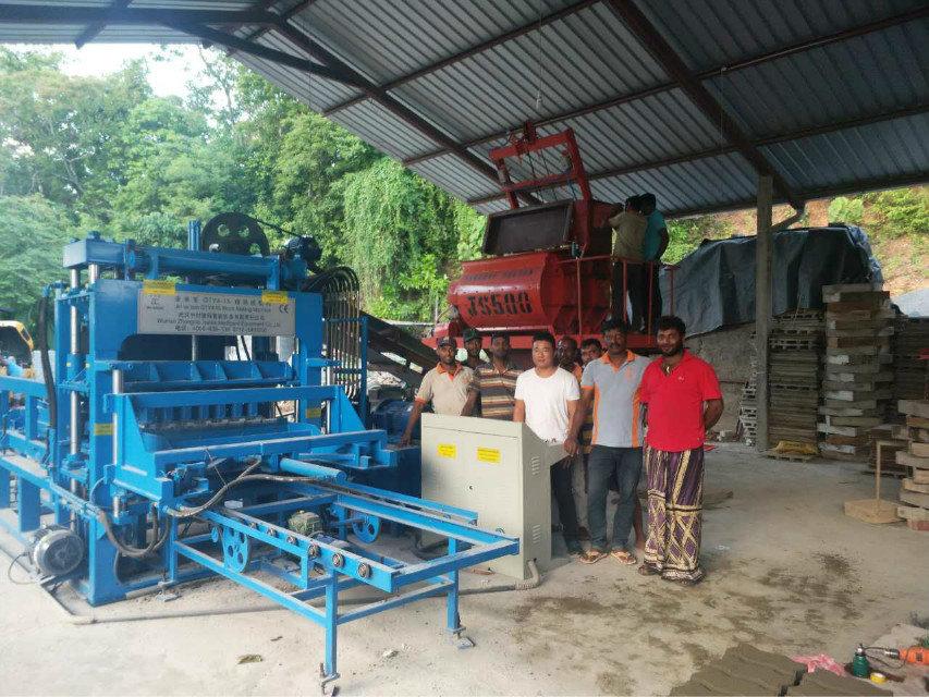 QTY4-15 block machine in Sri Lanka (5)