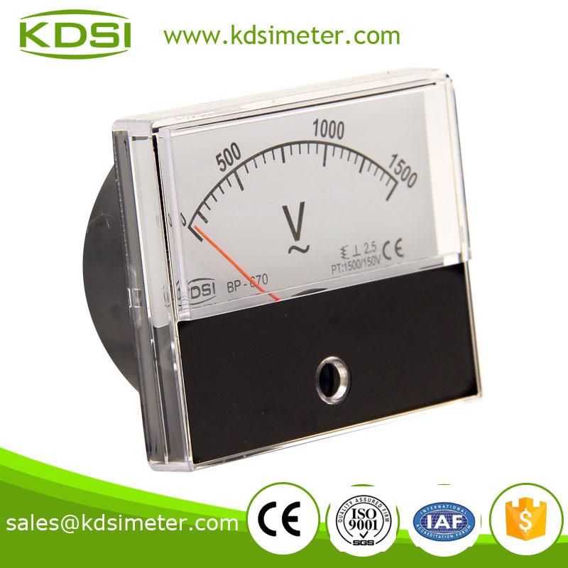 1.1 产品描述 结构材料组成: 半透明PC面盖, 电胶木底座 指针: 标准仪表指针为铝合金制成,可根据客户要求定制黑色、红色、白色等指针。 可增加设定指针,指示设定值 抗静电处理: 所有仪表均经过抗静电处理,大限度降低静电对仪表准确度的影响。 阻尼与过冲: 阻尼和过冲,可按客户要求定制。通常,当指针设定在满刻度2/3的位置时,过冲不超过15% 精度等级: Class 2.