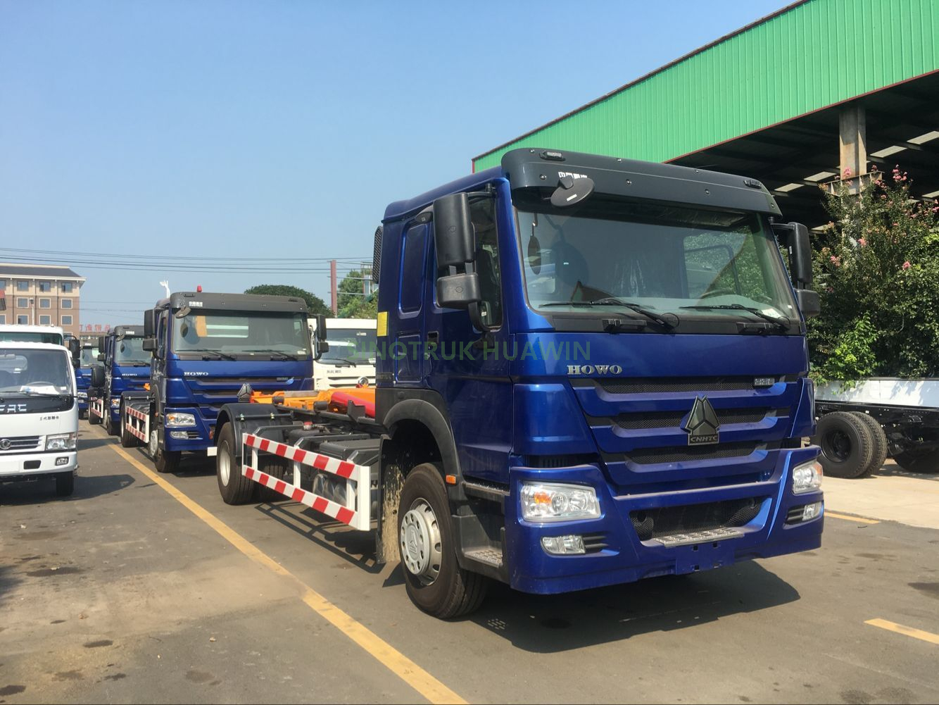 SINOTRUK 4X2 Hook Arm Garbage Truck