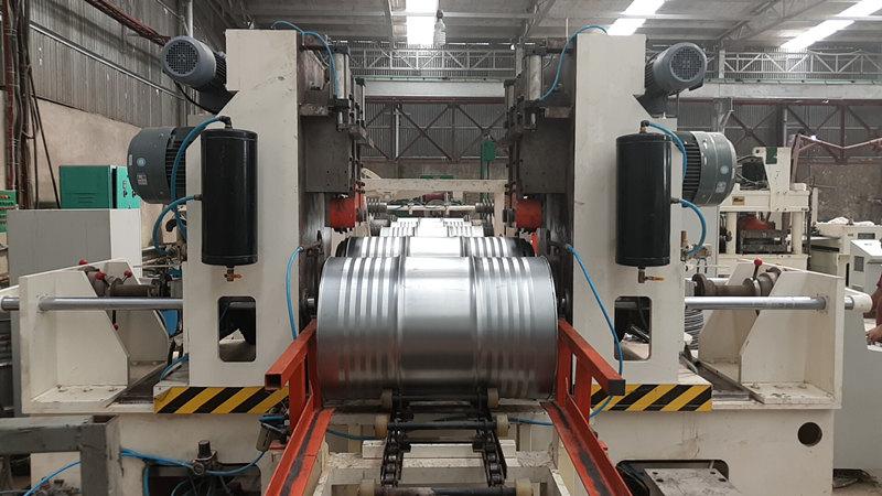Assembly & sealing machin