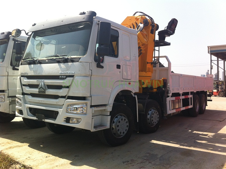 SINOTRUK HOWO 8x4 Side Crane Truck for 20ft Container