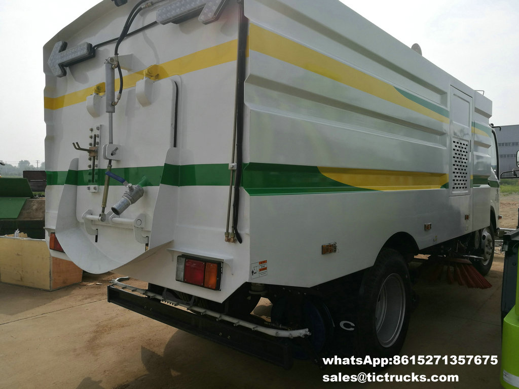 ISUZU vaccum sweeper truck -10.jpg