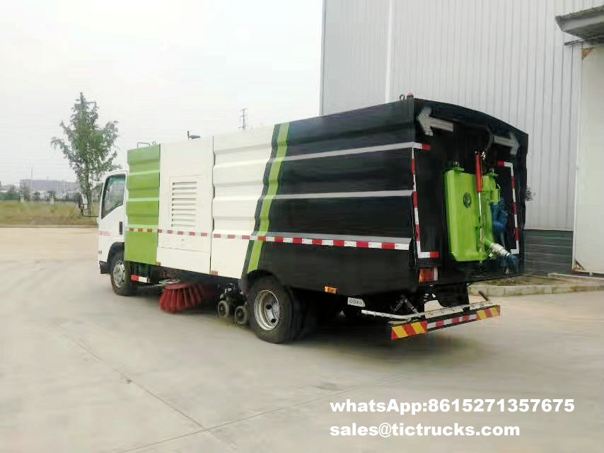 Route sweeper-006-water-cleaning_1.jpg d'ISUZU