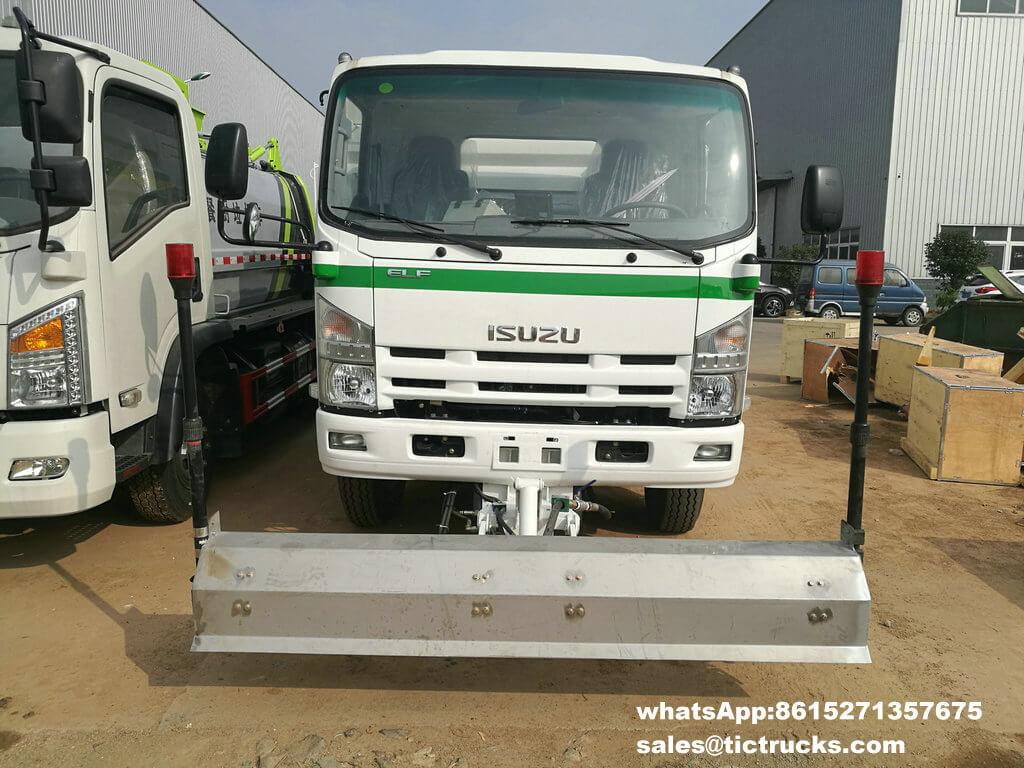 ISUZU vaccum sweeper truck -02.jpg