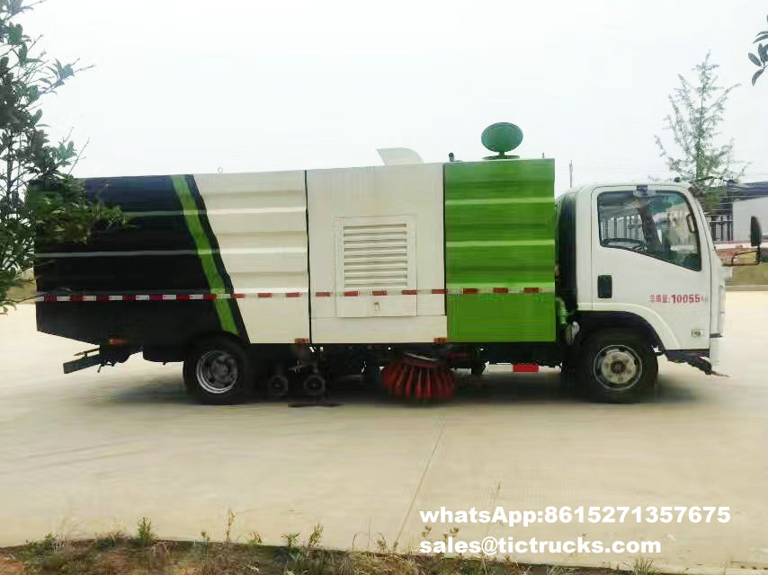 Route sweeper-004-water-cleaning_1.jpg d'ISUZU