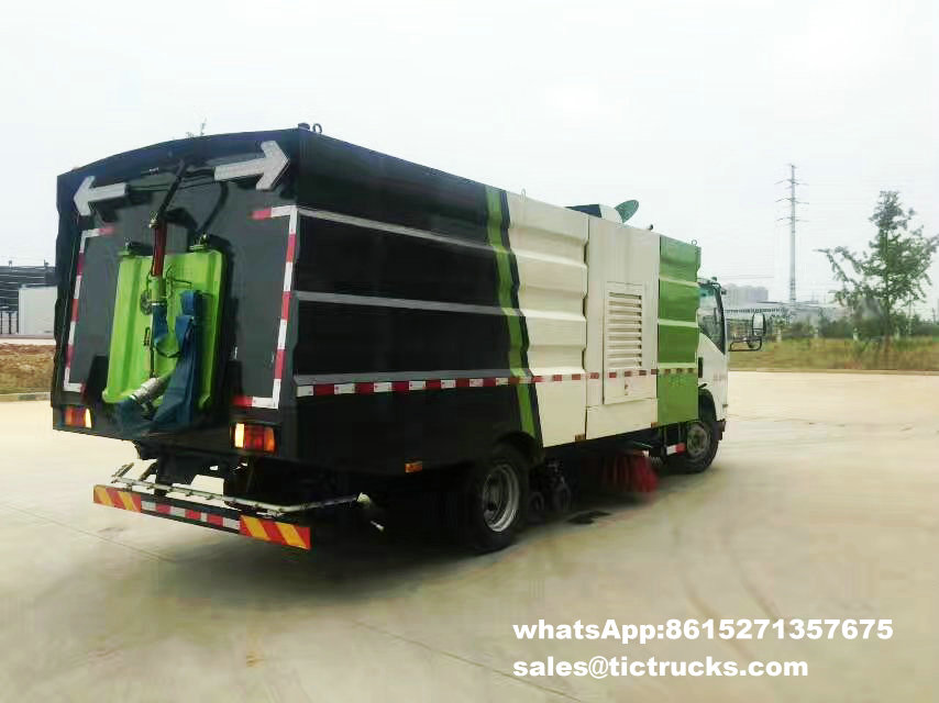 Route sweeper-007-water-cleaning_1.jpg d'ISUZU