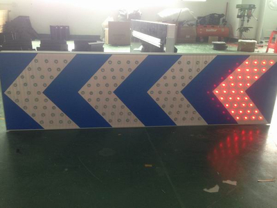 Solar LED construction guiding sign
