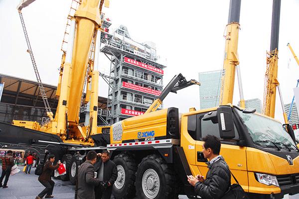 徐工两台1200吨全地面起重机实现销售.png