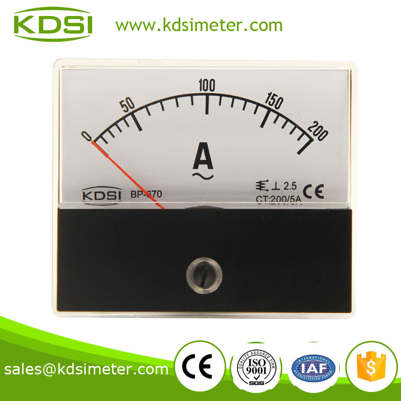 1.1 产品描述 结构材料组成: 半透明PC面盖, 电胶木底座 指针: 标准仪表指针为铝合金制成,可根据客户要求定制黑色、红色、白色等指针。 可增加设定指针,指示设定值 抗静电处理: 所有仪表均经过抗静电处理,最大限度降低静电对仪表准确度的影响。 阻尼与过冲: 阻尼和过冲,可按客户要求定制。通常,当指针设定在满刻度2/3的位置时,过冲不超过15% 精度等级: Class 2.