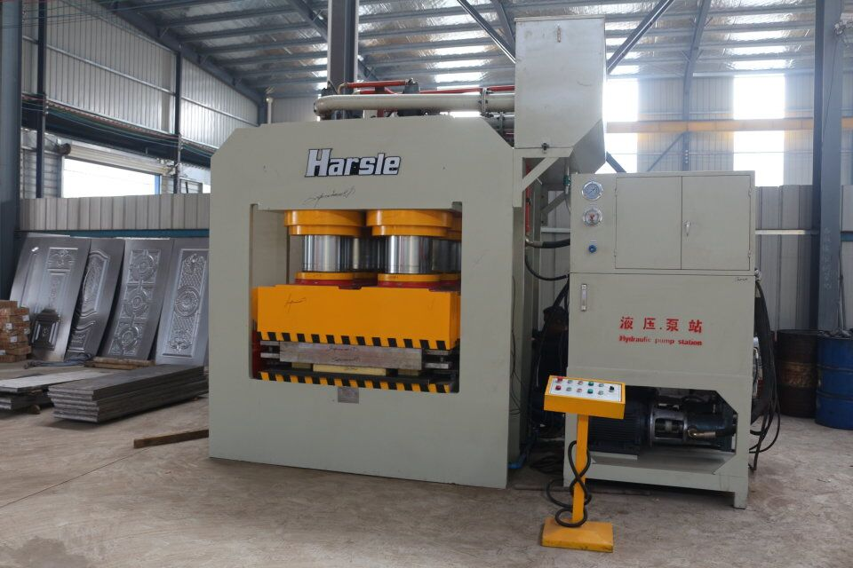 HARSLE Steel door embossing machine working in Ecuador