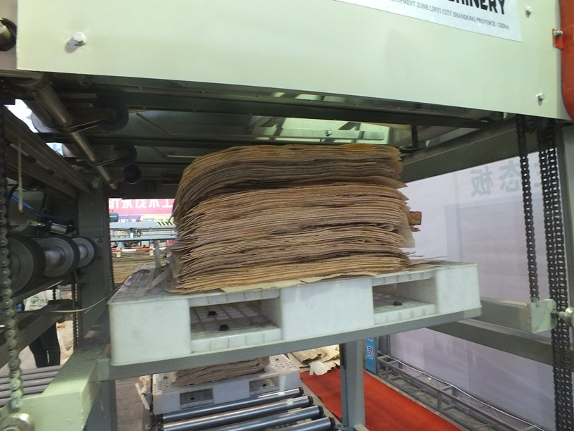 1300 mm Full Automatic Wood Veneer Peeling Line with CNC Control