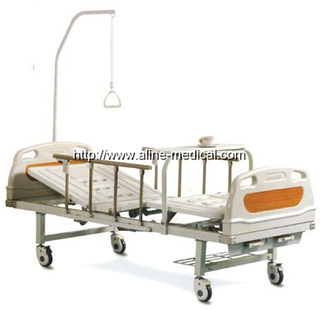 One lifter two crank manual hospital bed