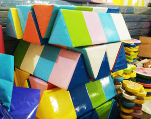 Padding barrier of indoor playground