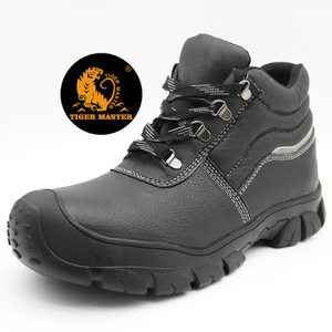 Slip Acid Resistant Oil Industry Safety Shoes Black Middle Cut