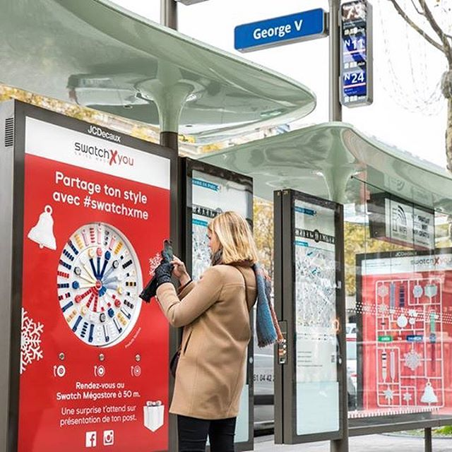 Design your own bus shelter You share your creation on social media with us for a surprise!