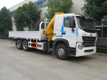 SINOTRUK HOWO A7 6x4 Truck with XCMG 14T Crane