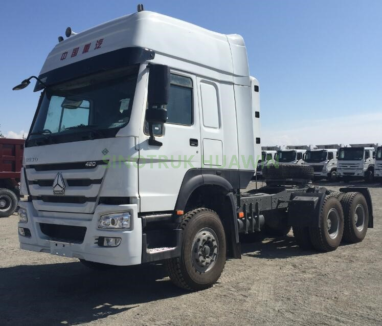 SINOTRUK HOWO 6X4 CNG Tractor Truck