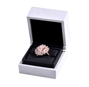 China Custom High End Wooden Jewelry Box Packaging Gift Box Velvet Ring Box