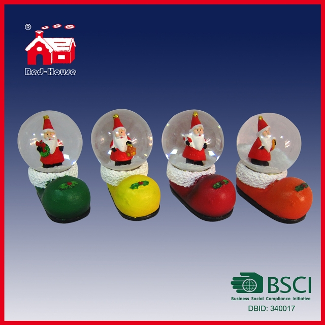 Polyresin Water Snow Globe Christmas Shoes and Santa Claus Decoration with LEDs