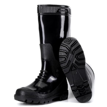 Knee-high cheap black water proof pvc rain gumboots work for men