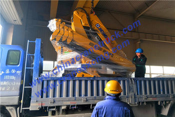 Customer order XCMG 6 ton truck-mounted crane knuckle boom type